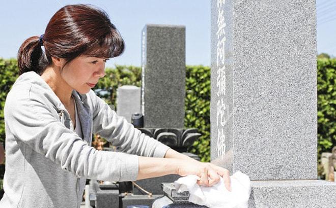 プロが教えるお墓掃除のコツ 墓石が汚れる原因と対処方法について